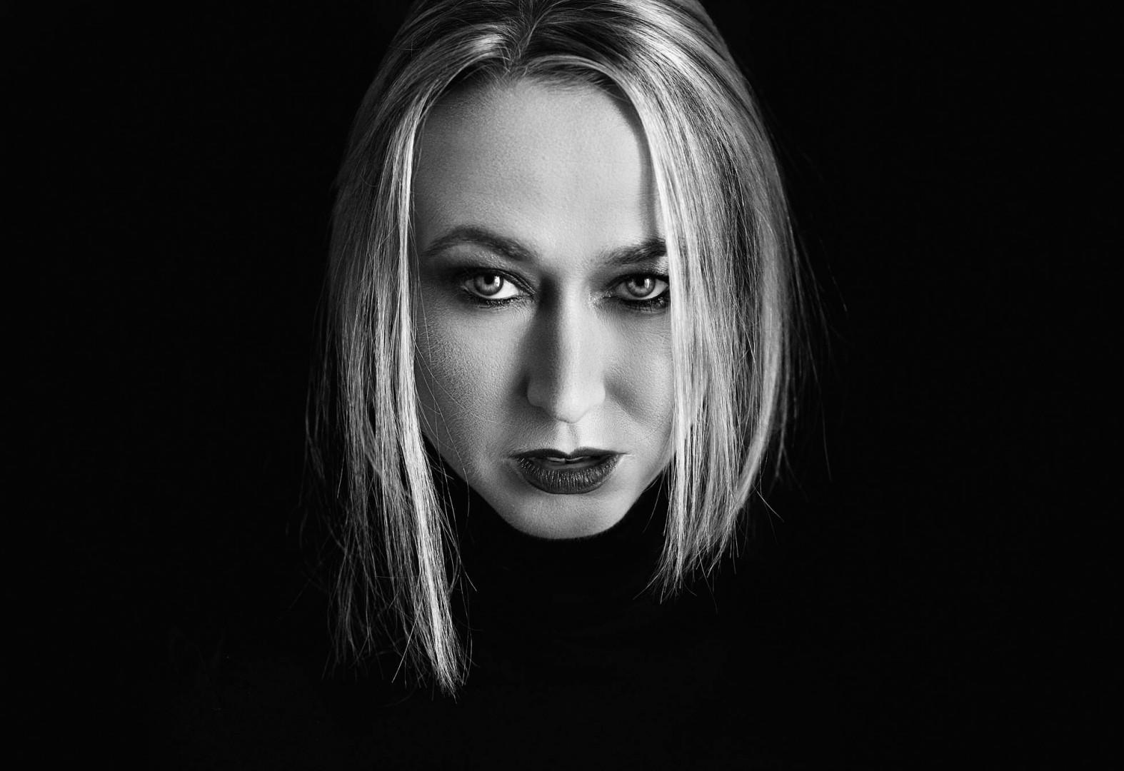 Iris SARG - Book Actrice / Photographe : Aidan NWorks